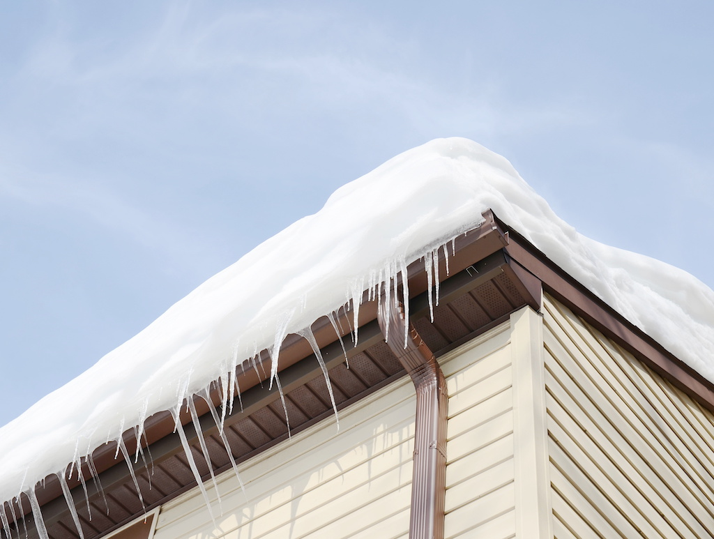 What Ice Dams Are and Associated Problems