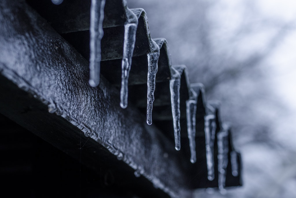 How To Avoid Expensive Winter Roof Repair